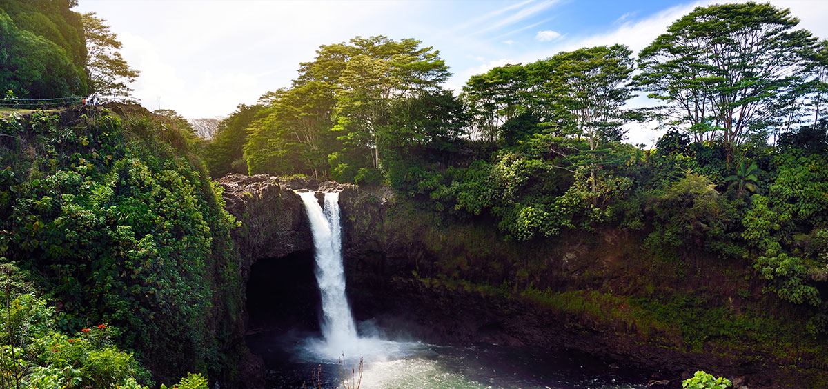 Majesitc Rainbow Falls waterfall in Hilo, Wailuku River State Park, Hawaii